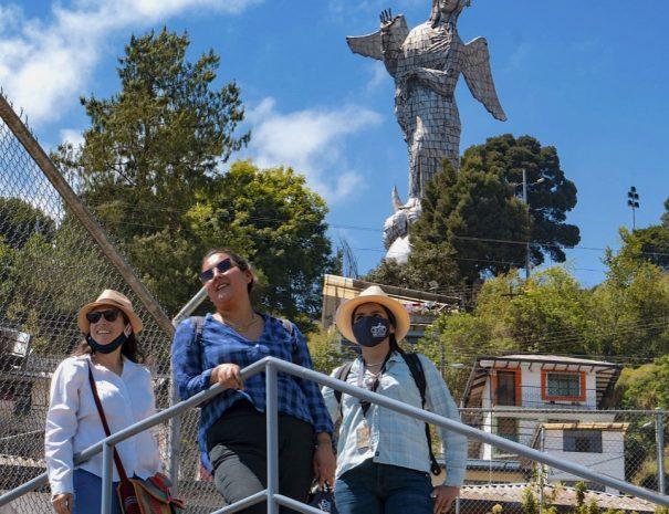 Virgin statue top of hill El Panecillo Hill